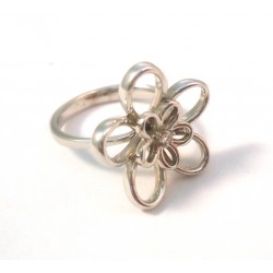 WOMEN'S DAISY RING IN 18 KT WHITE GOLD