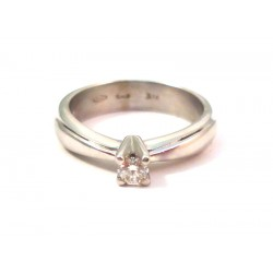LADIES 18 KT WHITE GOLD SOLITAIRE RING with DIAMONDS