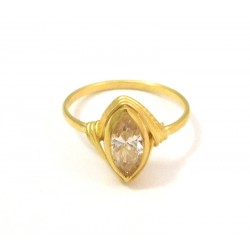 18 KT YELLOW GOLD LADIES RING with ZIRCON and Emerald